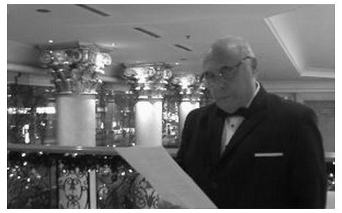 Photo : Mr Eugène  GERMAN, Président du Jury, lors de la proclamation du Palmarès